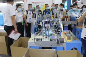High Speed Fully Automatic Single Line Disposable Mask Machine with 100pcs Per min