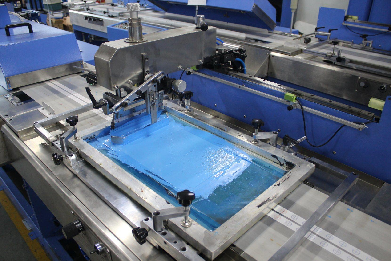 2 Koloroj Clothing Labels Aŭtomata Screen Printing Maŝino kun Ce