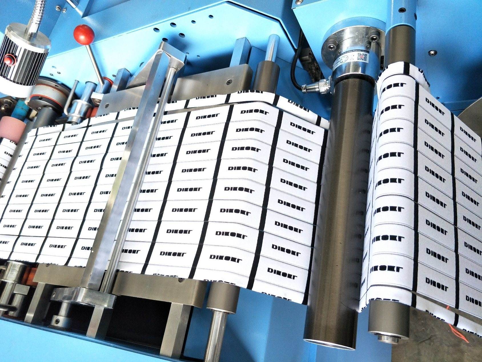 Woven Labels Ultrasonic Slitting Machine with High Efficiency