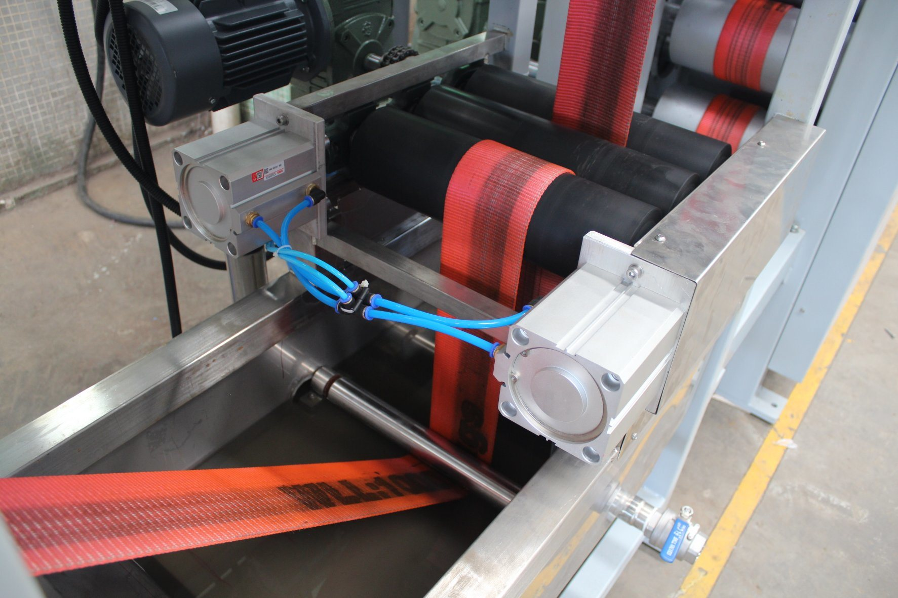Factory source Woven Edge Ribbons Dyeing Machine - High Strength Harness Webbing Continuous Dyeing and Finishing Machine – Kin Wah