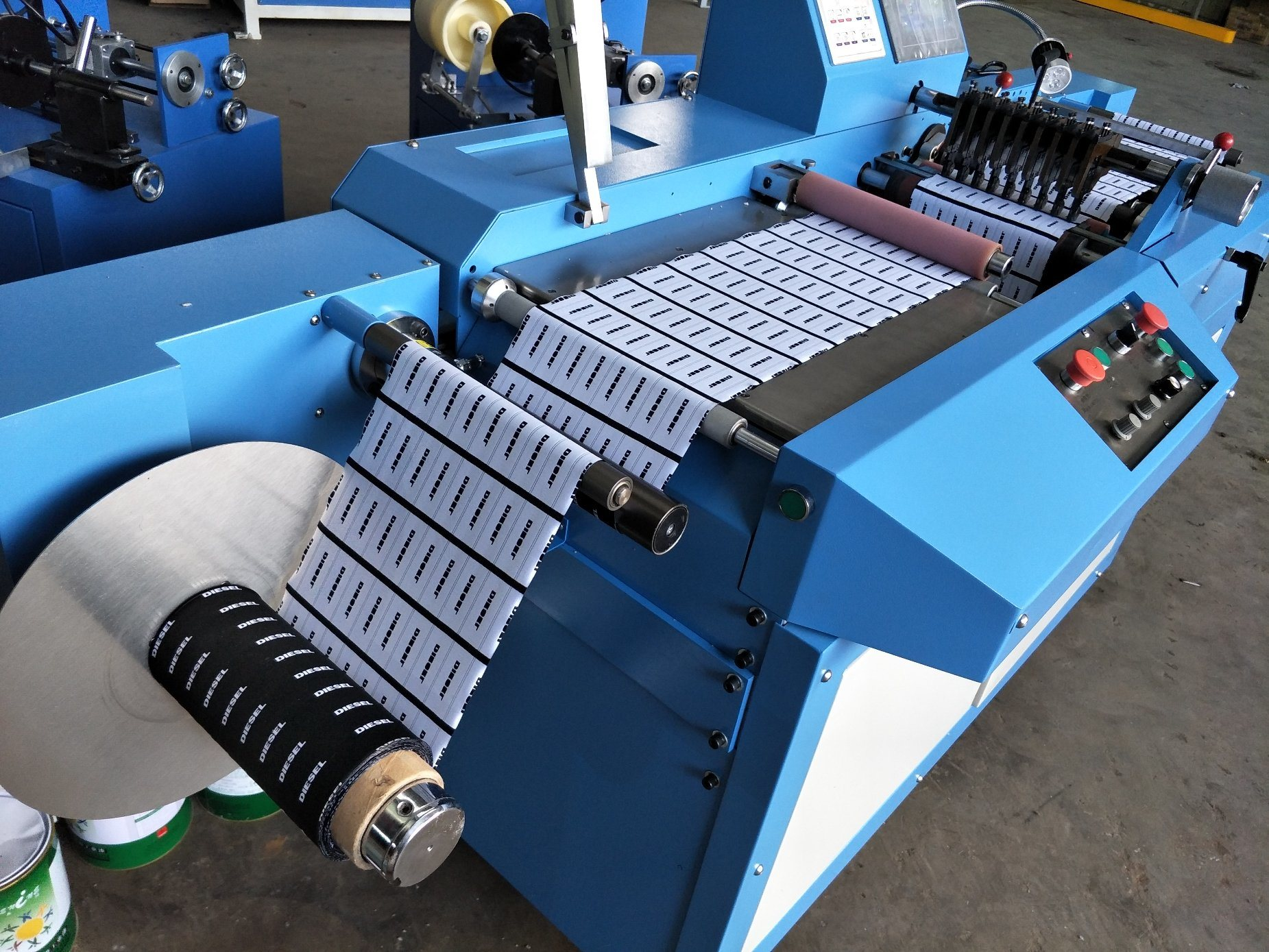 Content Labels Ultrasonic Slitting Machine with High Efficiency