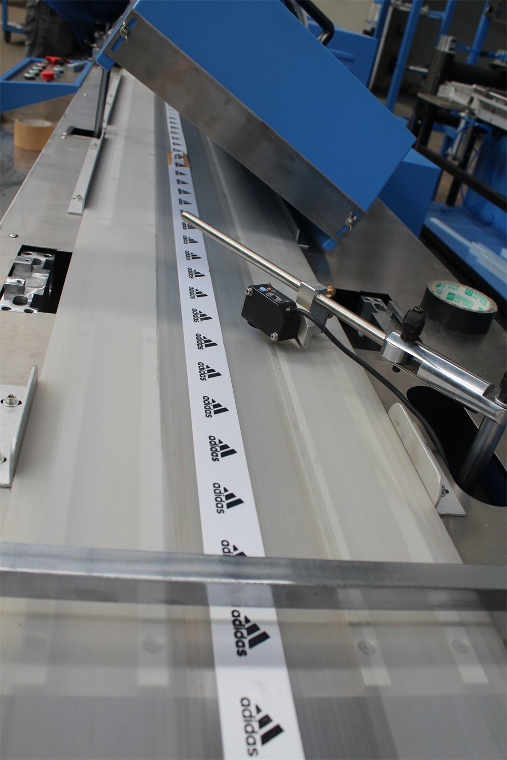Factory Outlets Woven Labels Continuous Dyeing Machine - Satin Ribbon/Lanyard Ribbon Automatic Screen Printing Machine – Kin Wah